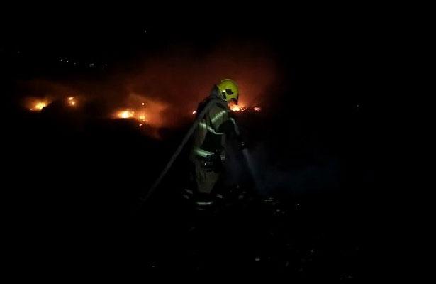[VIDEO] Continua incendio de basura en Nezahualcóyotl, Estado de México