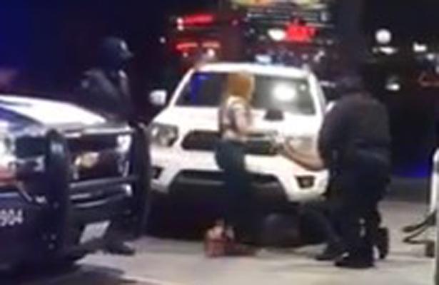 [Video] Finge detención policiaca y le pide matrimonio