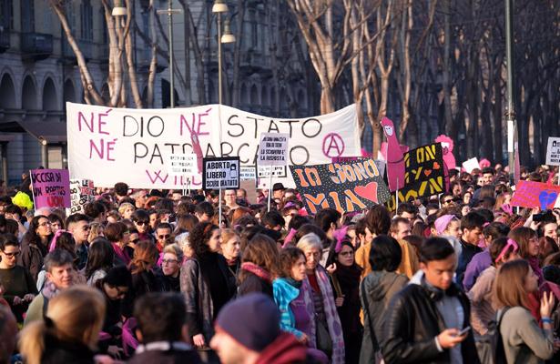Mujeres de Europa celebran su día con huelgas y marchas