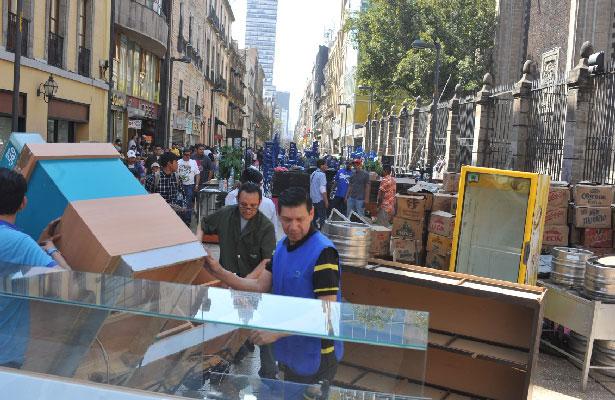 Desalojan a locatarios de edificio en el Centro de la CDMX