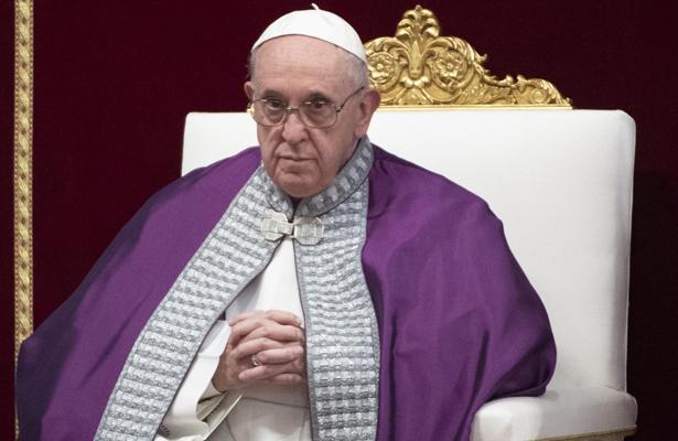 Papa llama desde Marruecos a crear una sociedad abierta y plural