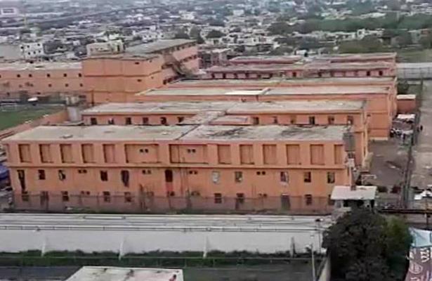 Riña entre reos y custodios deja 30 heridos en penal Topo Chico