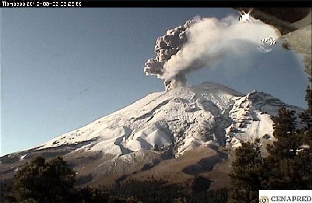 Prevén caída de ceniza por explosión en el Popocatépetl