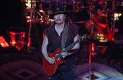 Carlos Santana triunfa en su natal Jalisco