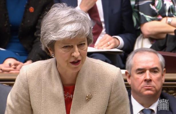 """May advierte de que esta es la """"última oportunidad"""" de garantizar el """"brexit"""""""