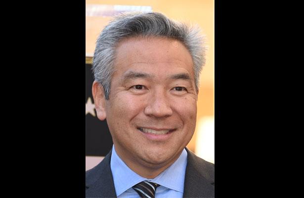 Presidente de Warner Bros deja su cargo por presunto escándalo sexual