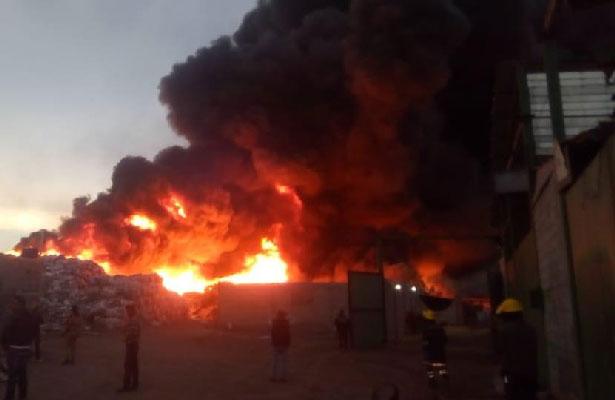 Incendio consume bodega en Zumpango, Edomex