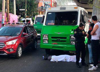 Microbús arrolla y mata a trabajador de limpieza del metro