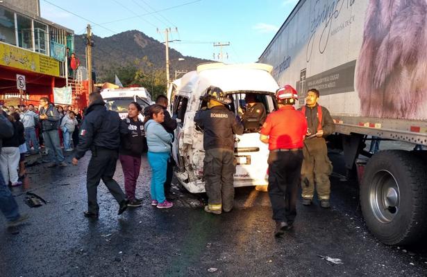 Accidente en la carretera Naucalpan-Toluca deja al menos 16 lesionados