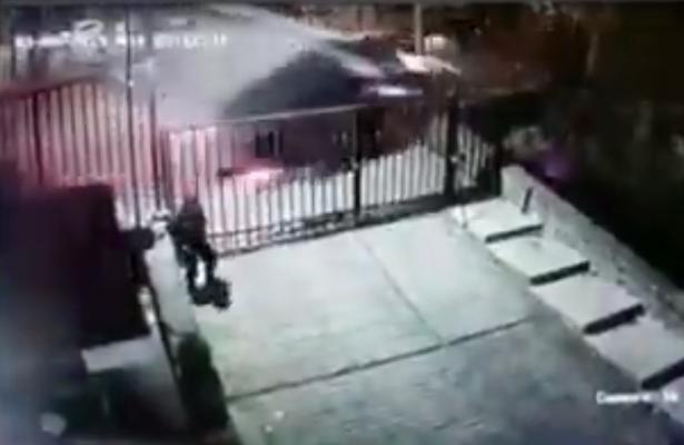 (Video) Automóvil vuelca y cae de siete metros de altura en Tlalpan