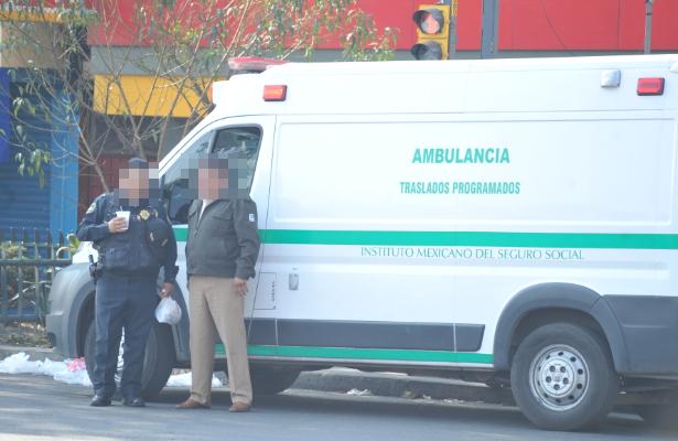 Impacta ambulancia de IMSS a menor de edad