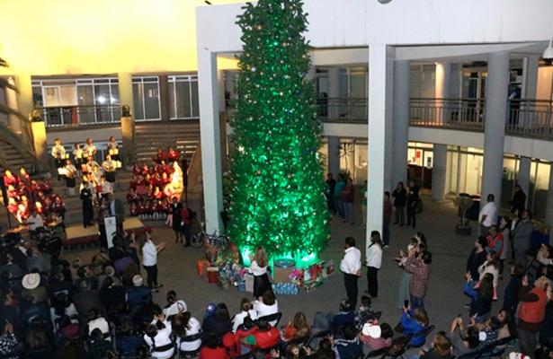 Revelan que gastó alcaldía de SLP 1.5 mdp en Árbol de Navidad