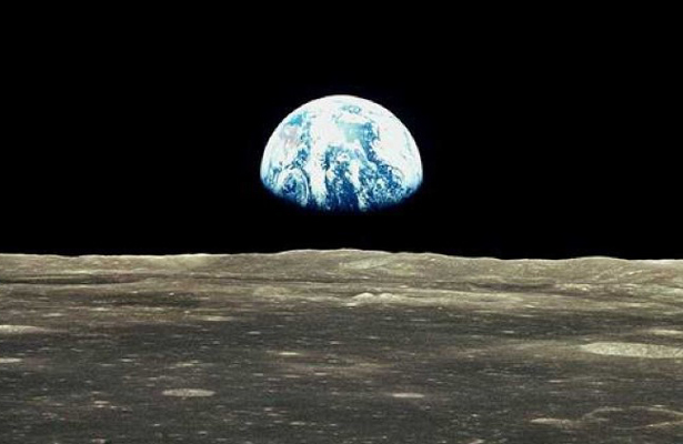 EU enviará astronautas a la luna en cinco años: Pence