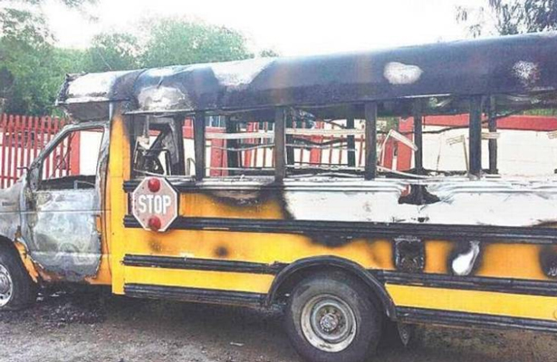 Se incendia autobús escolar con estudiantes de bachillerato dentro