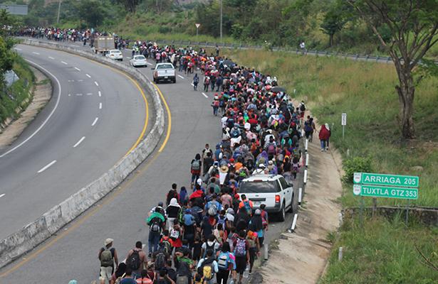 Cubanos y centroamericanos avanzan en caravana por Chiapas