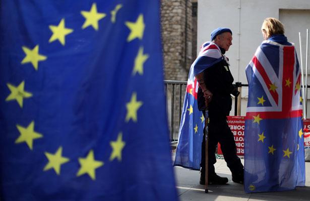 """Espera May someter el viernes a votación el acuerdo del """"Brexit"""""""