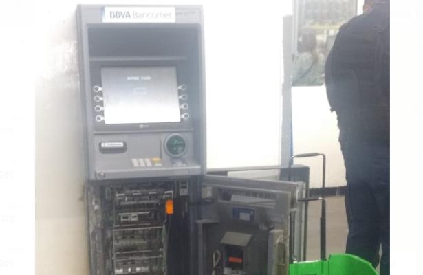 Comando de 10 ladrones tomó por asalto una bodega Aurrerá en la Merced Balbuena; robaron un cajero automático