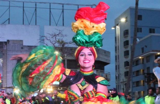 El carnaval de Veracruz no se suspendió; pese al norte continuó la fiesta