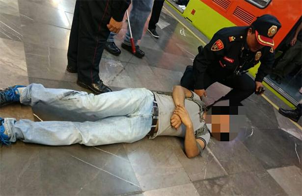 Usuario ciego cayó a las vías en el metro Chabacano