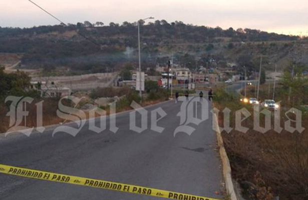 Tiran cuatro encobijados en Bulevar Clavijero, Puebla