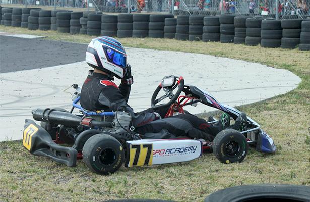 Duelo de pilotos en el Kartódromo Internacional Bosque Real