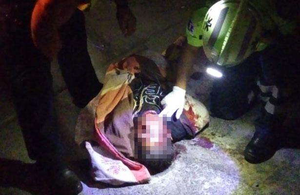 Hallan sujeto lleno de sangre y encobijado en Ecatepec