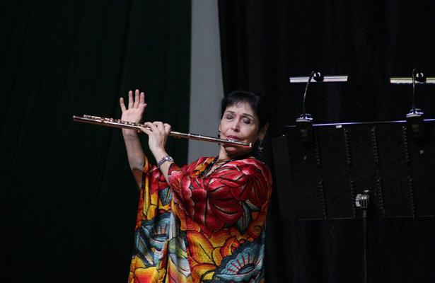 La flautista Elena Durán ofreció concierto en Reclusorio Norte