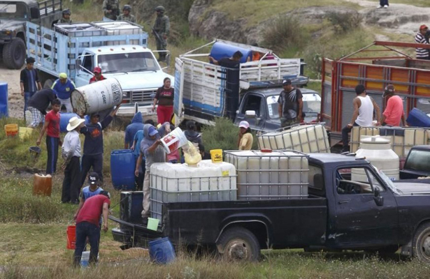 Huachicoleros aún roban 14 mil barriles de combustible: Durazo