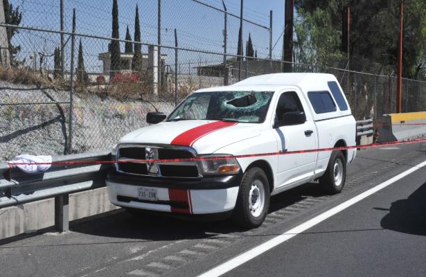 Automovilista muere al ser impactado por objeto metálico en la México-Pachuca