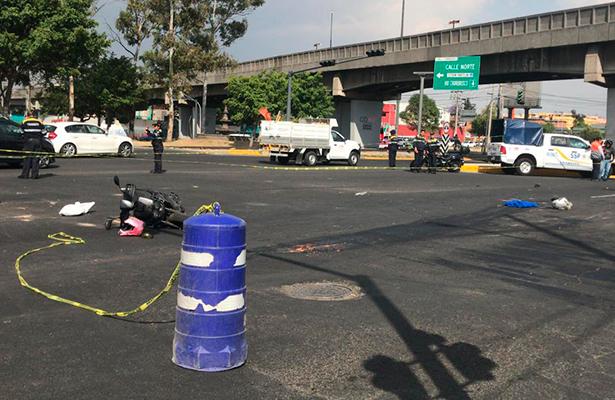 Camión de la basura le arrancó las piernas cuando viajaban en motoneta