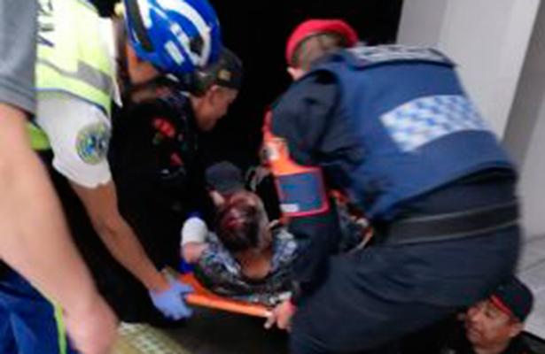 Rescatan vivo a hombre que se arrojó a las vías del metro