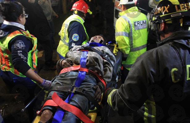 Hombre cae a las vías del metro