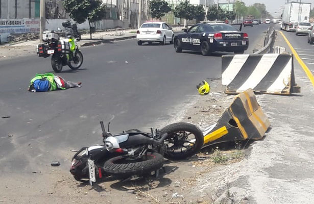 Motociclista derrapa y muere en Neza