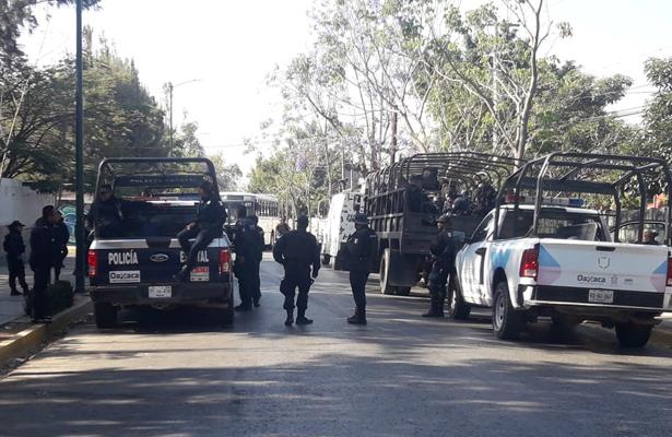 Impiden que normalistas tomen camiones en el Oaxaca
