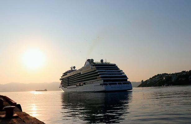 Llega el crucero Regent Seven al puerto de Acapulco