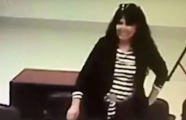 Captan a regidora de Morena robando un celular (VIDEO)