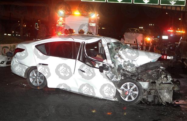 Vuelca su auto y pierde la vida en Iztapalapa