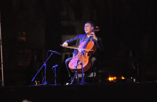 Yo-Yo Ma interpreta a Bach en el Monumento a la Revolución