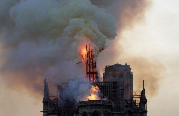 Iglesia católica mexicana lamenta la pérdida que representa el incendio de Catedral de Notre Dame