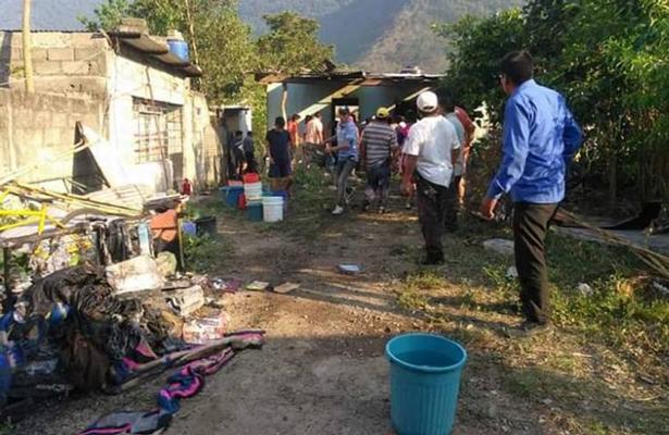 Muere niño quemado durante explosión de pólvora en humilde vivienda