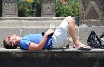 Evitar sobreexposición al sol reduce riesgos a la salud