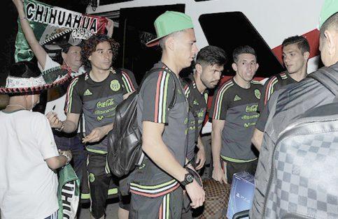 Calurosa bienvenida a la Selección México en Trinidad