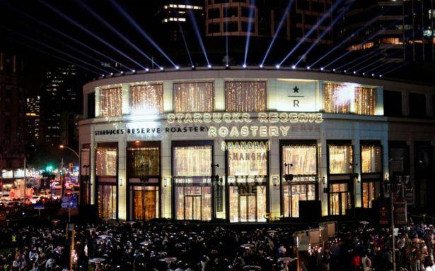 ¡Lo hacen otra vez! Starbucks abre 'súper tienda' en China