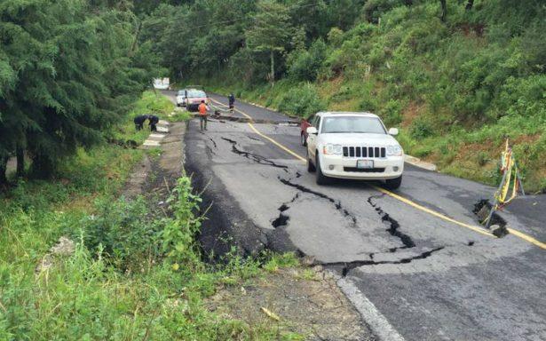 Se hunde tramo de la carretera a Sultepec