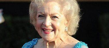 La actriz estadounidense Betty White celebra sus 95 años