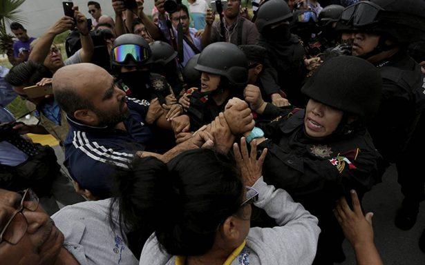 Familiares de reos en Penal de Cadereyta exigen información sobre decesos