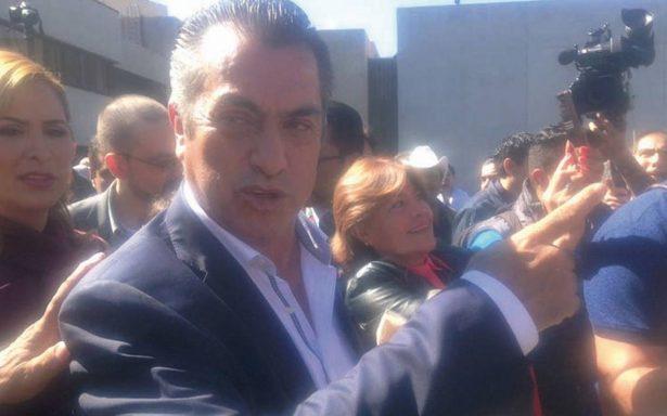 'El Bronco' se registra como candidato independiente a la presidencia ante el INE