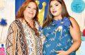Karen, con su mamá.