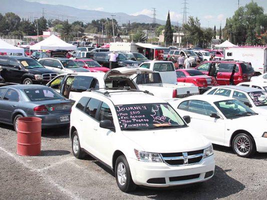 Crece venta informal de autos