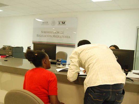 Por vínculo familiar, haitianos obtienen estancia en México